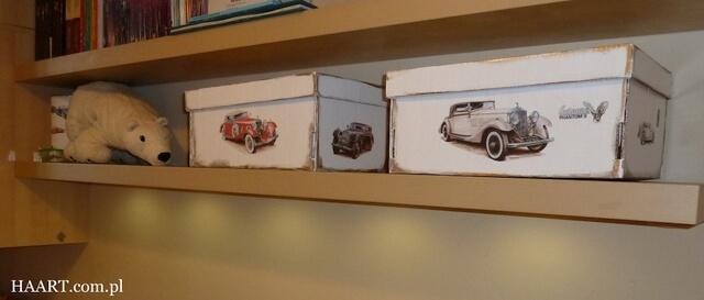 pudełka na zabawki decoupage na półce