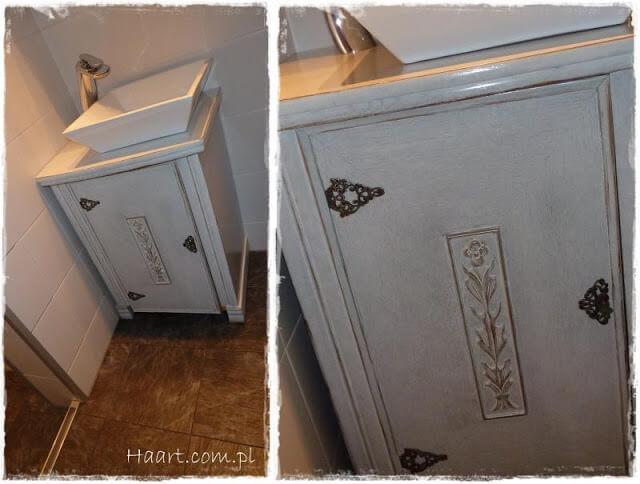 maszyna do szycia w łazience jako szafka pod umywalkę