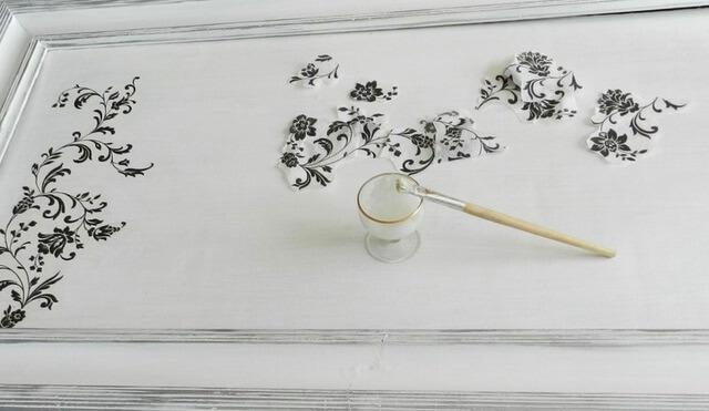 malowanie ramy obrazu decoupage na biało, lakierowanie