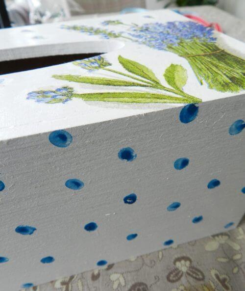 lawendowy chustecznik decoupage diy, błękitne kropki