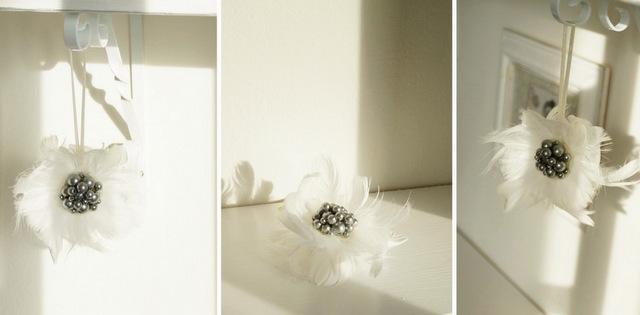 Zawieszka z perłami DIY - zmysłowa i romantyczna dekoracja z piórkami