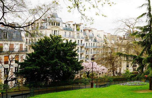 park przy bazylice sacre coeur w paryżu