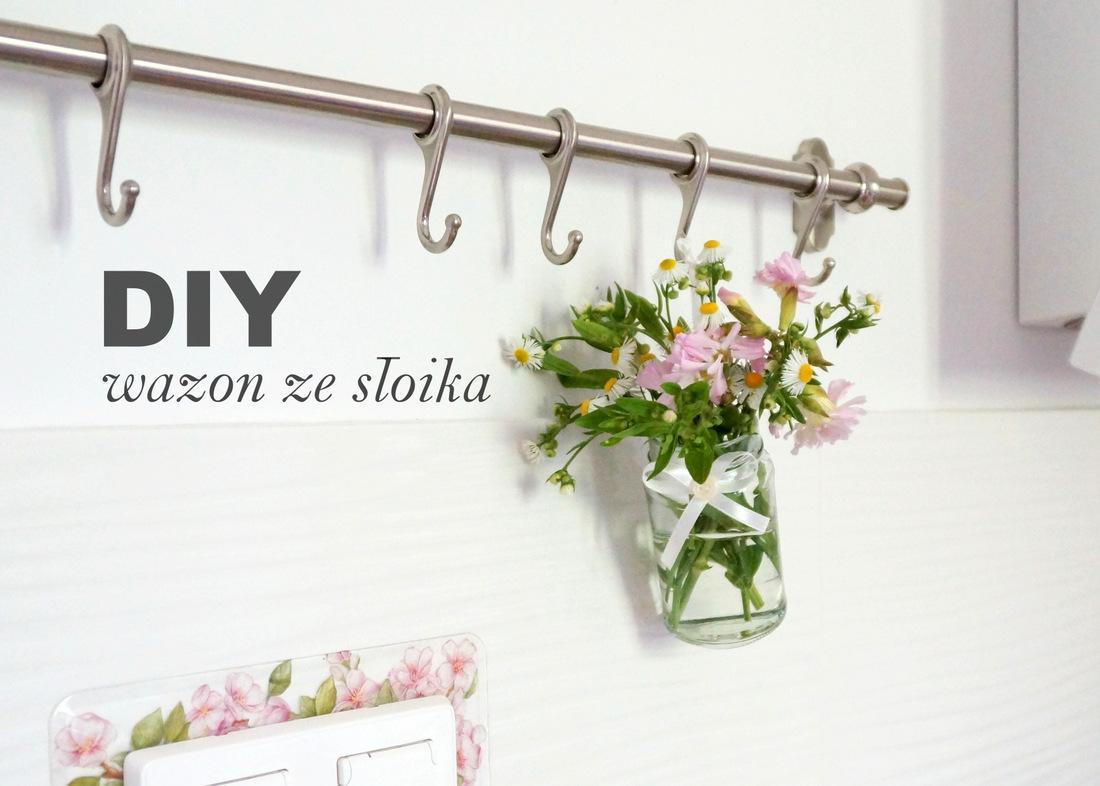 Wazon ze słoika DIY - świeża woda i kwiaty, a wszystko... wisi na ścianie