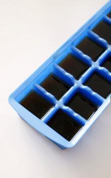 płyn w foremce do lodów