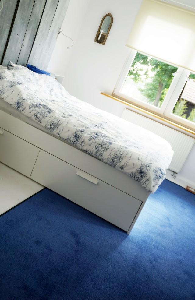 nadruk na dywanie, jak zrobić, pomysły, niebieska wykładzina, obrus, koronka - haart.pl blog diy zrób to sam 1