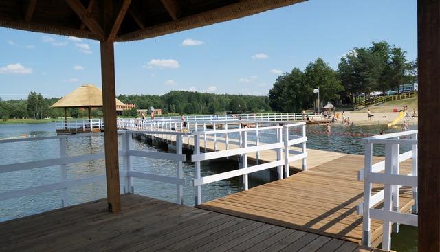 stary drewniany dom, lato, siemiatycze zalew, plaża, pomost, woda - haart.pl blog diy zrób to sam 3