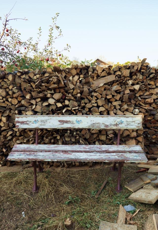 stara stodoła, remont domu na podlasiu, drewno, ławka - haart.pl blog diy zrób to sam 5