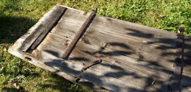 stara stodoła, remont domu na podlasiu, drewno, stare drzwi do stodoły - haart.pl blog diy zrób to sam 6