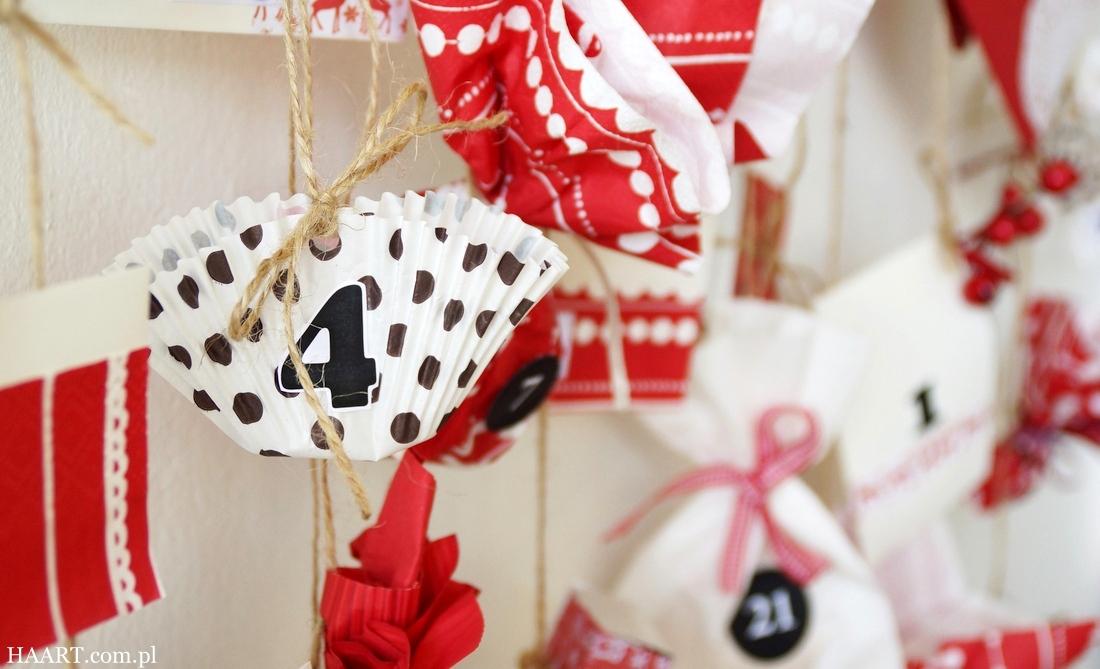 kalendarz adwentowy diy, patyk, gałąź, zawieszki z numerami, schowane słodycze, cukierki, jak zrobić, instrukcja krok po kroku, adwent, boże narodzenie, kalendarz na grudzień - haart.pl blog diy zrób to sam