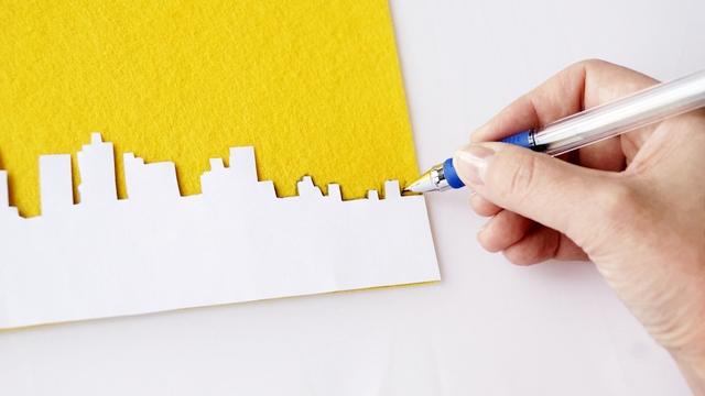 kopertówka vintage z motywem, panorama miasta, zaznaczanie, długopis, filc, jak zrobić, instrukcja krok po kroku - haart.pl blog diy zrób to sam 3