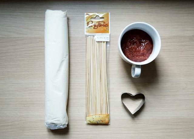 walentynkowe serce na patyku, ciasto francuskie, pieczenie, walentynki, dla zakochanych, przepis krok po kroku, instrukcja - haart.pl blog diy zrób to sam 2