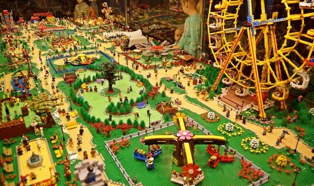 wystawa klocków lego, wesołe miasteczko