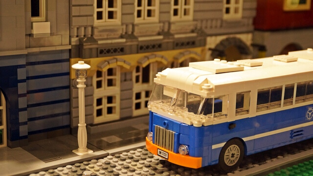 zabytkowy autobus z klocków lego