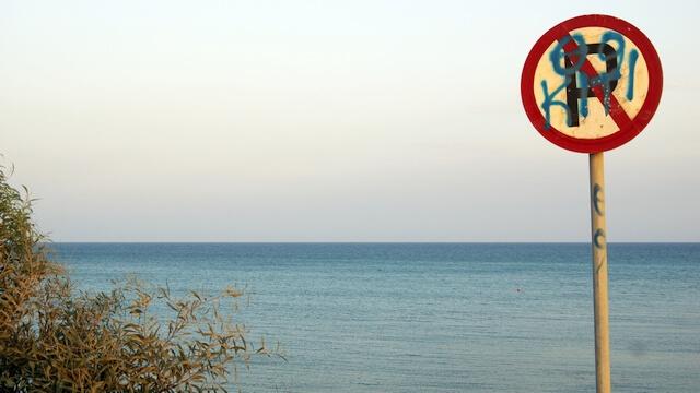 parkowanie przy plaży, cypr samochodem
