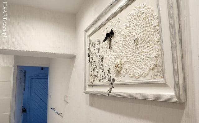 obraz decoupage w łazience na ścianie