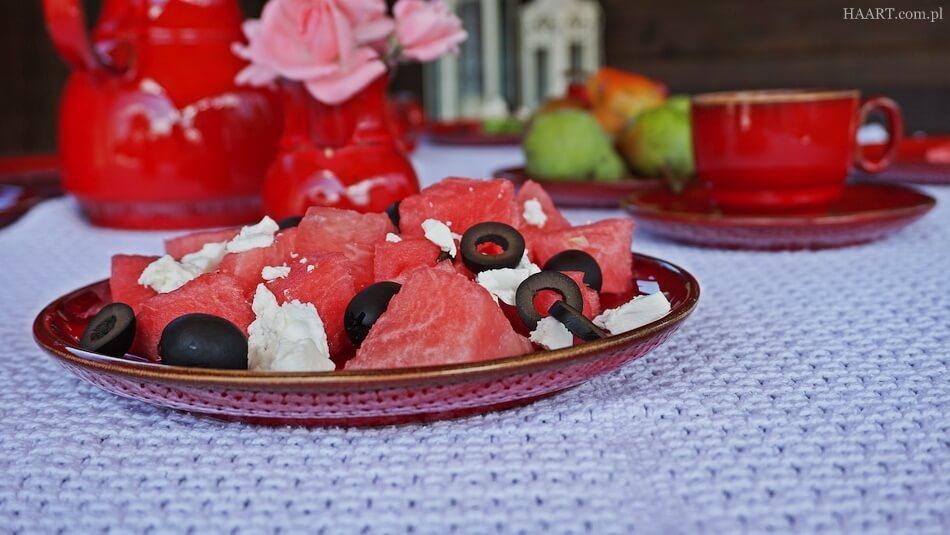 letnia przekąska na taras, arbuz, oliwki, feta