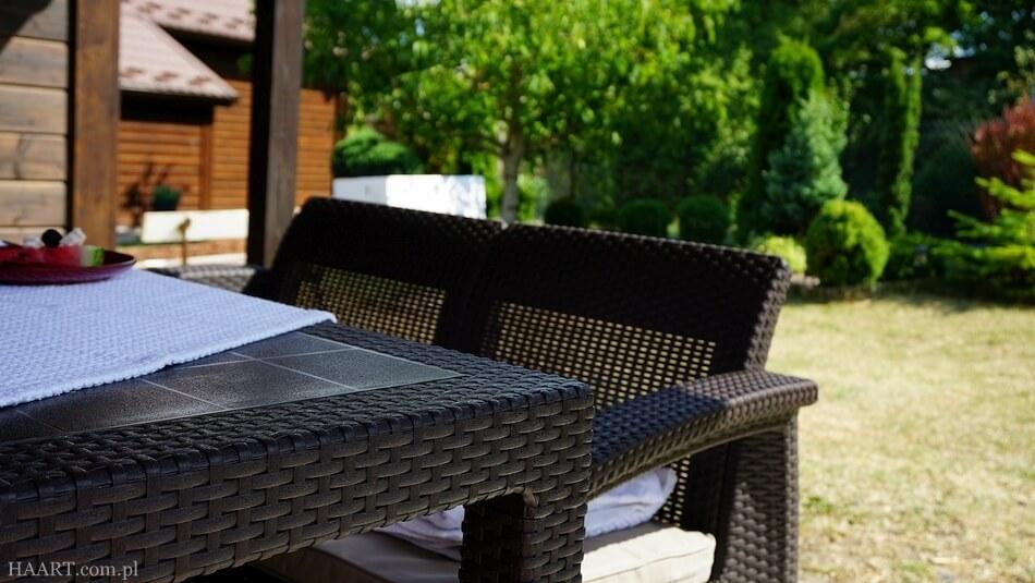 meble ogrodowe, duży stół i dwuosobowa sofa, corfu