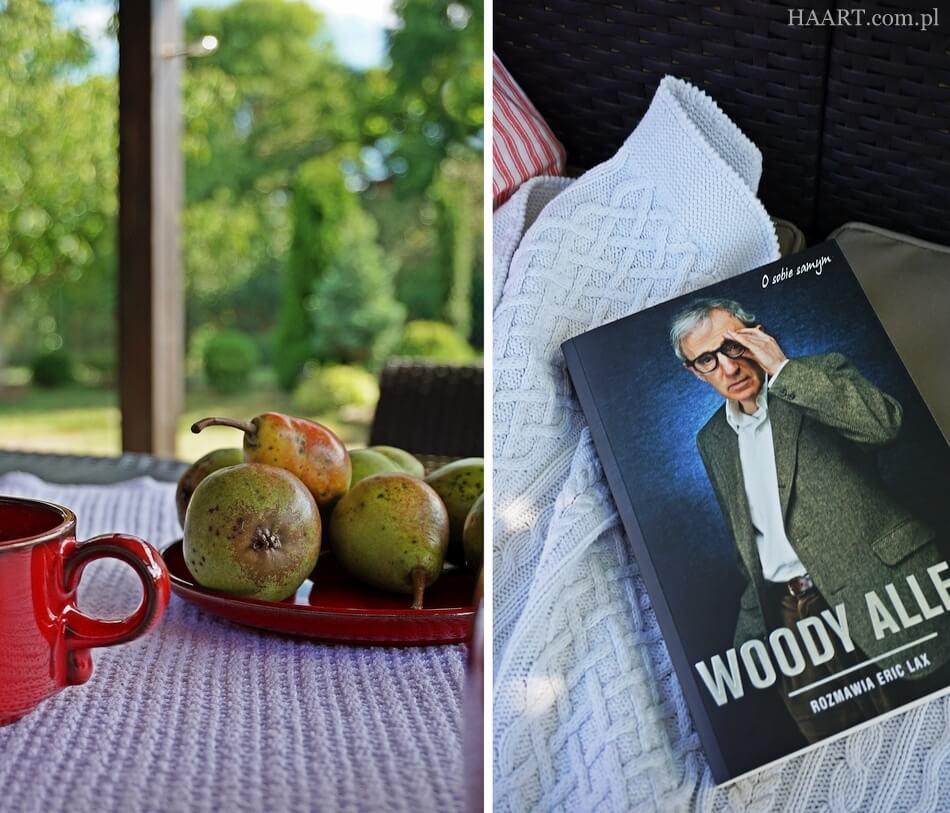 wypoczynek na tarasie, książka i owoce