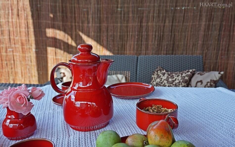 zestaw do herbaty z kamionki, stół ogrodowy z technoratanu
