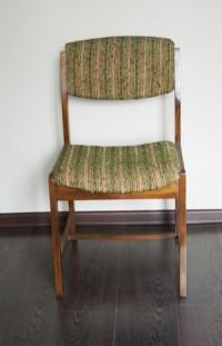 stare krzesło przed renowacją, zniszczone obicie