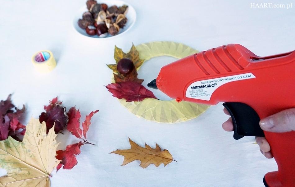 jesienny stroik, dekoracja na jesienny stół, liście, kasztany, tektura, klej, nożyczki, pistolet klejowy - haart.pl blog diy zrób to sam 4