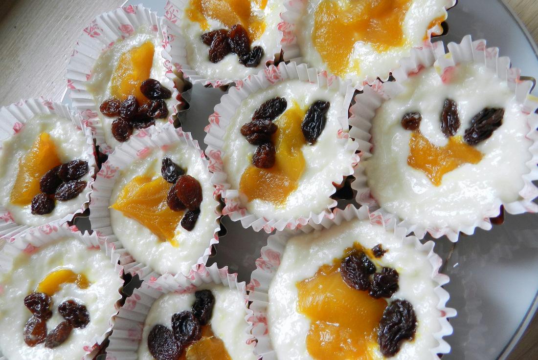 serniczki z brzoskwiniami, ciasto, słodka przekąska, prosta kuchnia, gotowanie, przepis na, danie wegetariańskie - haart.pl blog diy zrób to sam