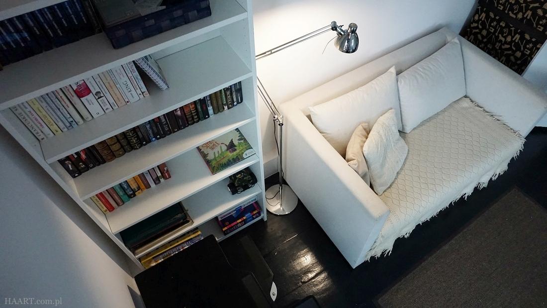 przechodni pokój, stary dom, schody na poddasze, aranżacja, pracownia, sofa ikea - haart.pl blog diy zrób to sam