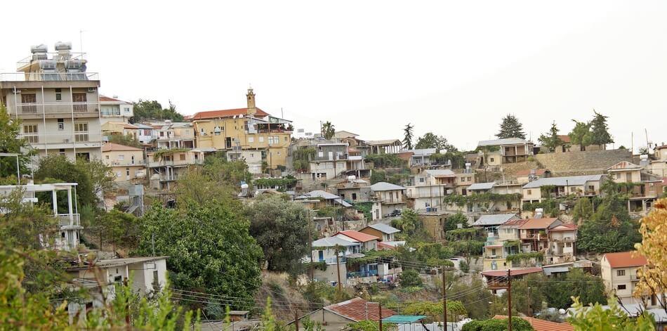 cypr zwiedzanie, miasteczko w górach troodos