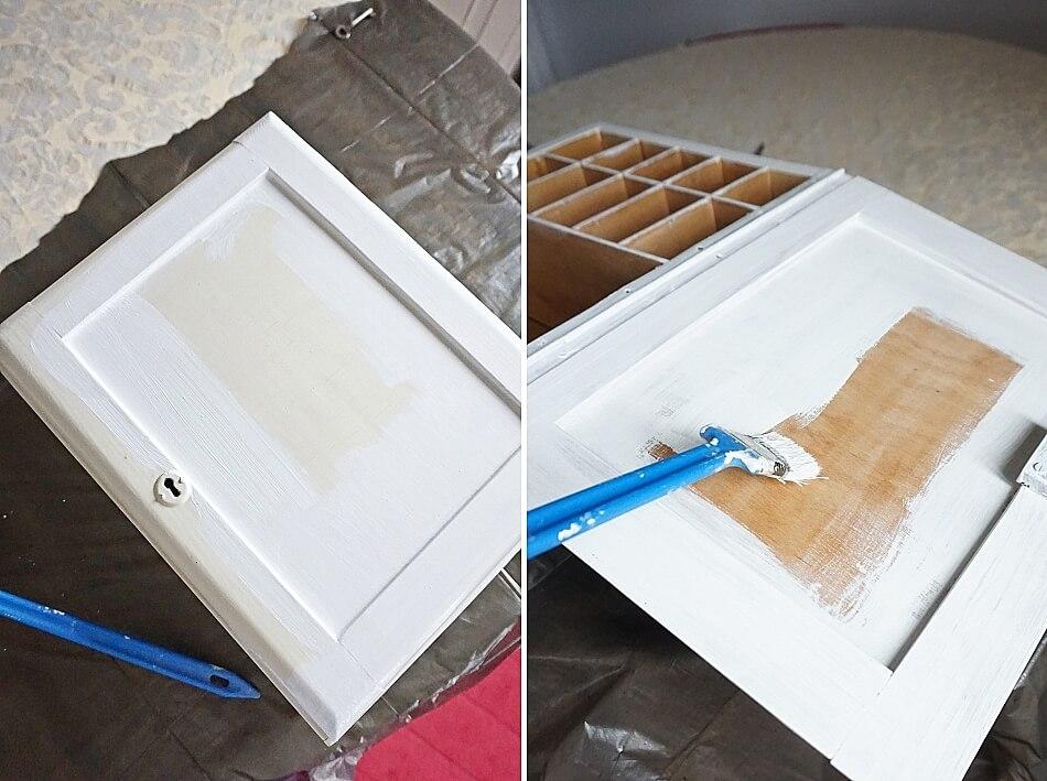 malowanie starej drewnianej apteczki na biało