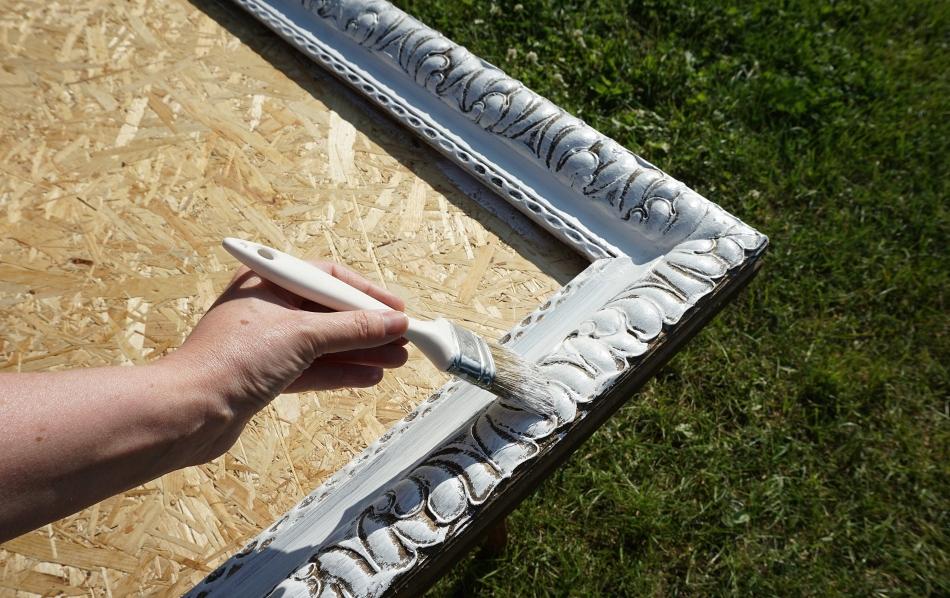 organizer na ścianę, stara rama, malowanie farbą akrylową, biały kolor, instrukcja krok po kroku - haart.pl blog diy zrób to sam 3
