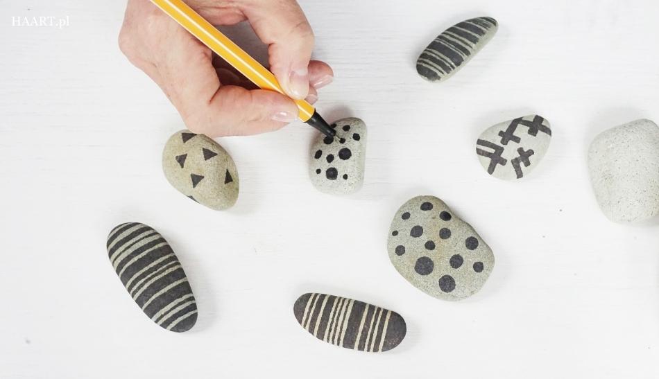 dekoracja z kamieni cienkopis lakier do włosów lakier do paznokci instrukcja krok po kroku zrób samodzielnie ozdobę - haart.pl blog diy zrób to sam 1