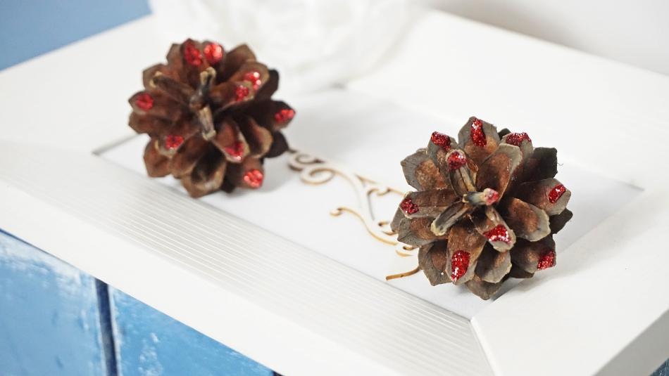 dekoracja z liści i szyszek jesienna dekoracja instrukcja zrób samodzielnie - haart.pl blog diy zrób to sam 2