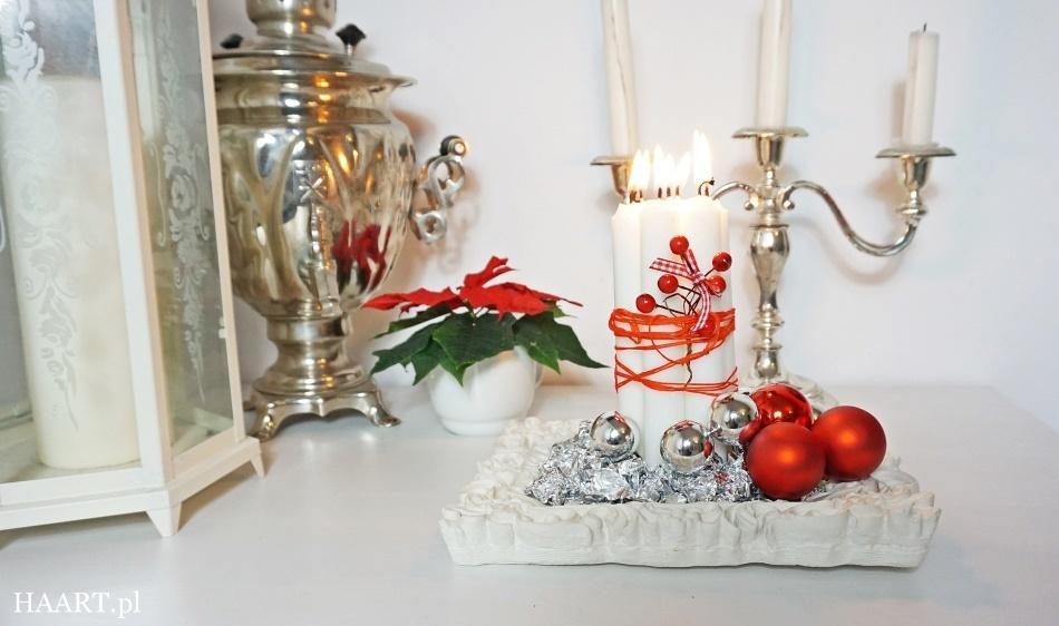 świąteczne stroiki czerwony stroik czerwone bombki, satynowa wstążka, świeca, nożyczki, koraliki, rama do zdjęcia wykonaj samodzielnie - haart.pl blog diy zrób to sam 7