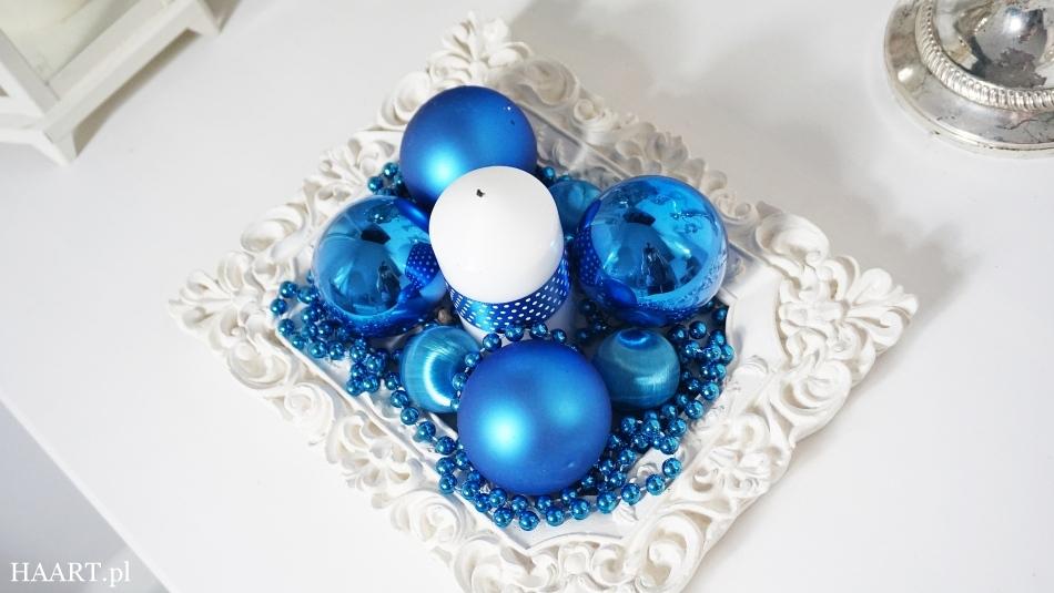 świąteczne stroiki niebieskie bombki, satynowa wstążka, świeca, nożyczki, koraliki, rama do zdjęcia wykonaj samodzielnie - haart.pl blog diy zrób to sam 3