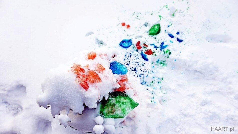 spray do śniegu, kolorowy śnieg w ogrodzie, zabawa z dzieckiem diy