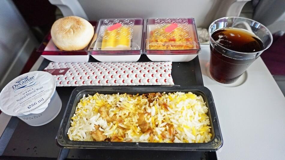 qatar airways jedzenie w samolocie