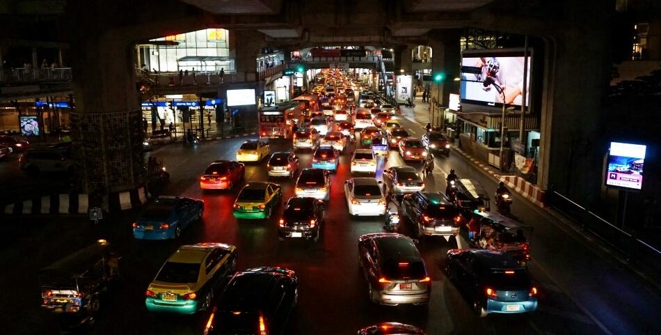 korki w bangkoku wieczór tajlandia samochodem na własną rękę