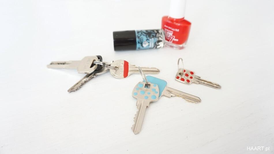 pomysł na klucze, znakowanie kluczy lakierem do paznokci diy