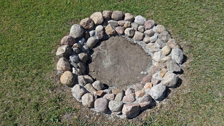 palenisko ogrodowe diy z kamieni polnych jak zrobić instrukcja