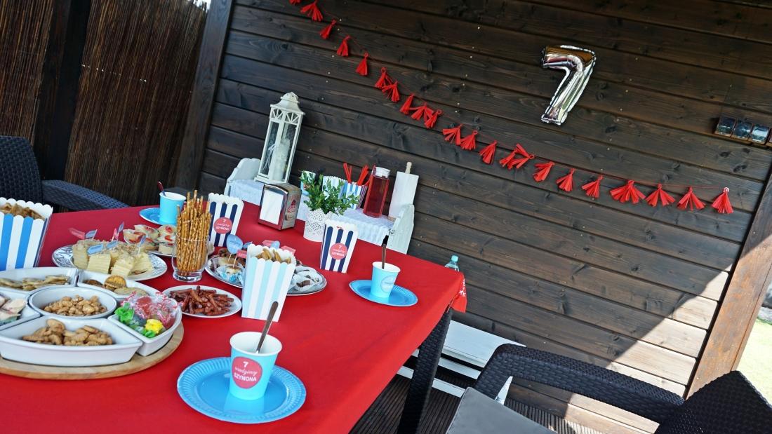 Girlanda z bibuły DIY. Prosty sposób na wyjątkową, urodzinową dekorację. Zrób to sam! HAART.pl - blog DIY
