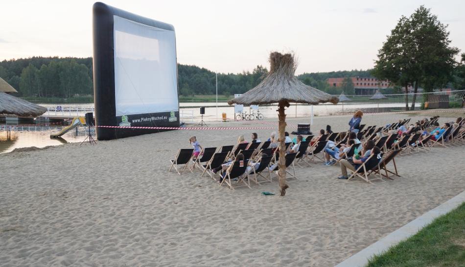 plaża w Siemiatyczach, zalew, kino letnie, leżaki, lato - haart.pl blog diy zrób to sam