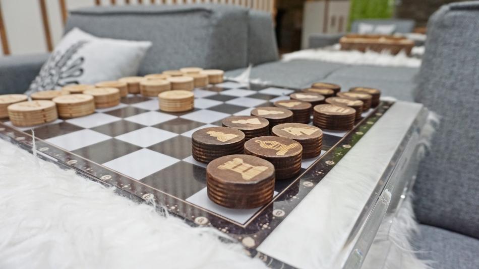 Bacówka Radawa drewniane szachy, hotel, HAART.pl blog DIY