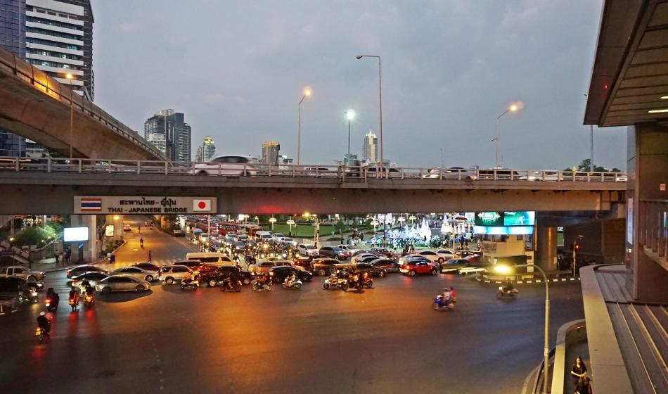 Bangkok zwiedzanie Ulice, samochody HAART.pl blog diy