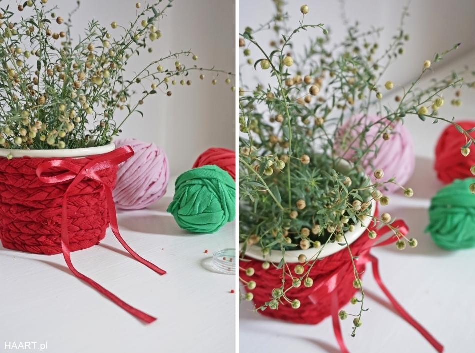 Osłonka na doniczkę ze sznurka. KOlorowe bawełniane sznurki, kokarda, doniczka, kwiaty. HAART blog DIY