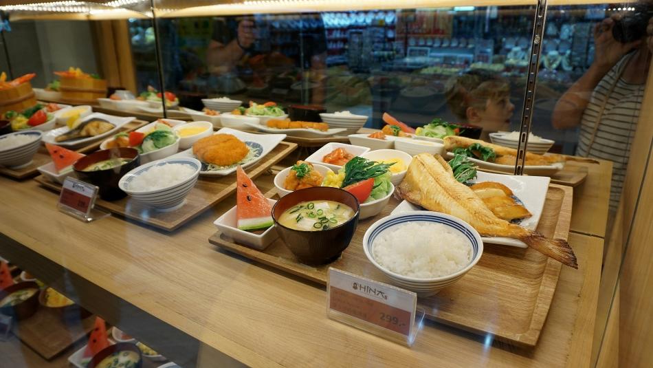 Bangkok atrakcje Jedzenie z plastiku, wystawa sklepowa ryż, arbuz HAART.pl blog diy zrób to sam