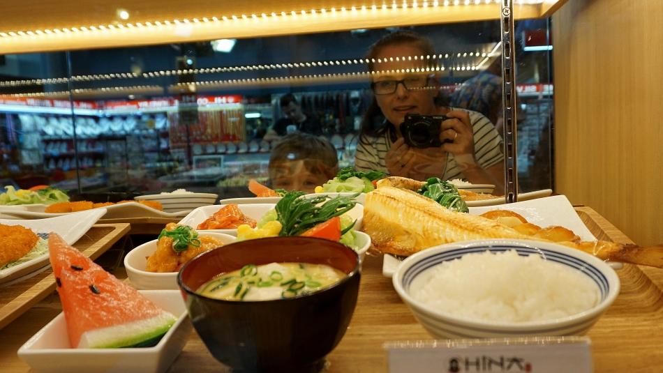 Bangkok atrakcje Jedzenie z plastiku, wystawa sklepowa HAART.pl blog diy zrób to sam
