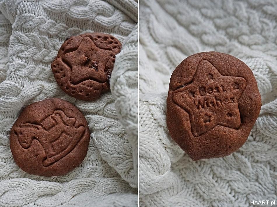 Ciasteczka z jagodami goji. Kakowe ciastka.Gwiazdki, koń na biegunach, gruby biały sweter. HAART.pl blog diy