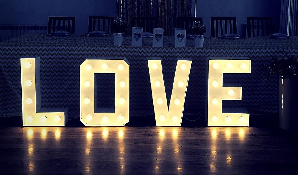 Prezent na Walentynki napis LOVE HAART.pl blog DIY