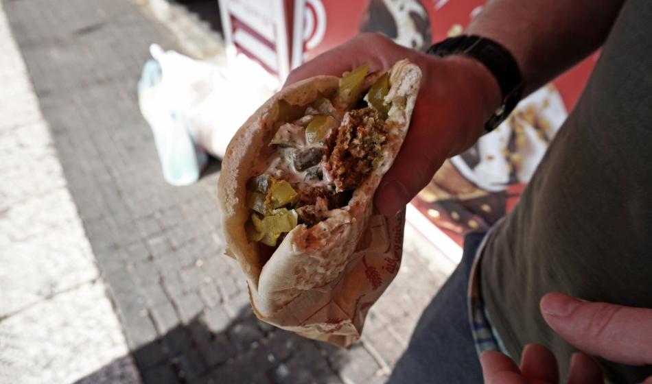 falafel z cieciorki z warzywami
