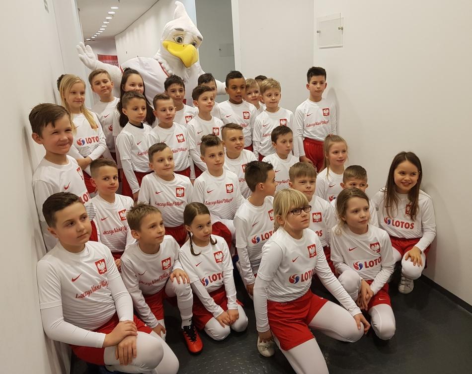 Dziecięca eskorta reprezentacji Polski w meczu Polska - Nigeria
